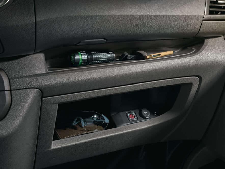 Opel, Vivaro, салон, місця для зберігання речей